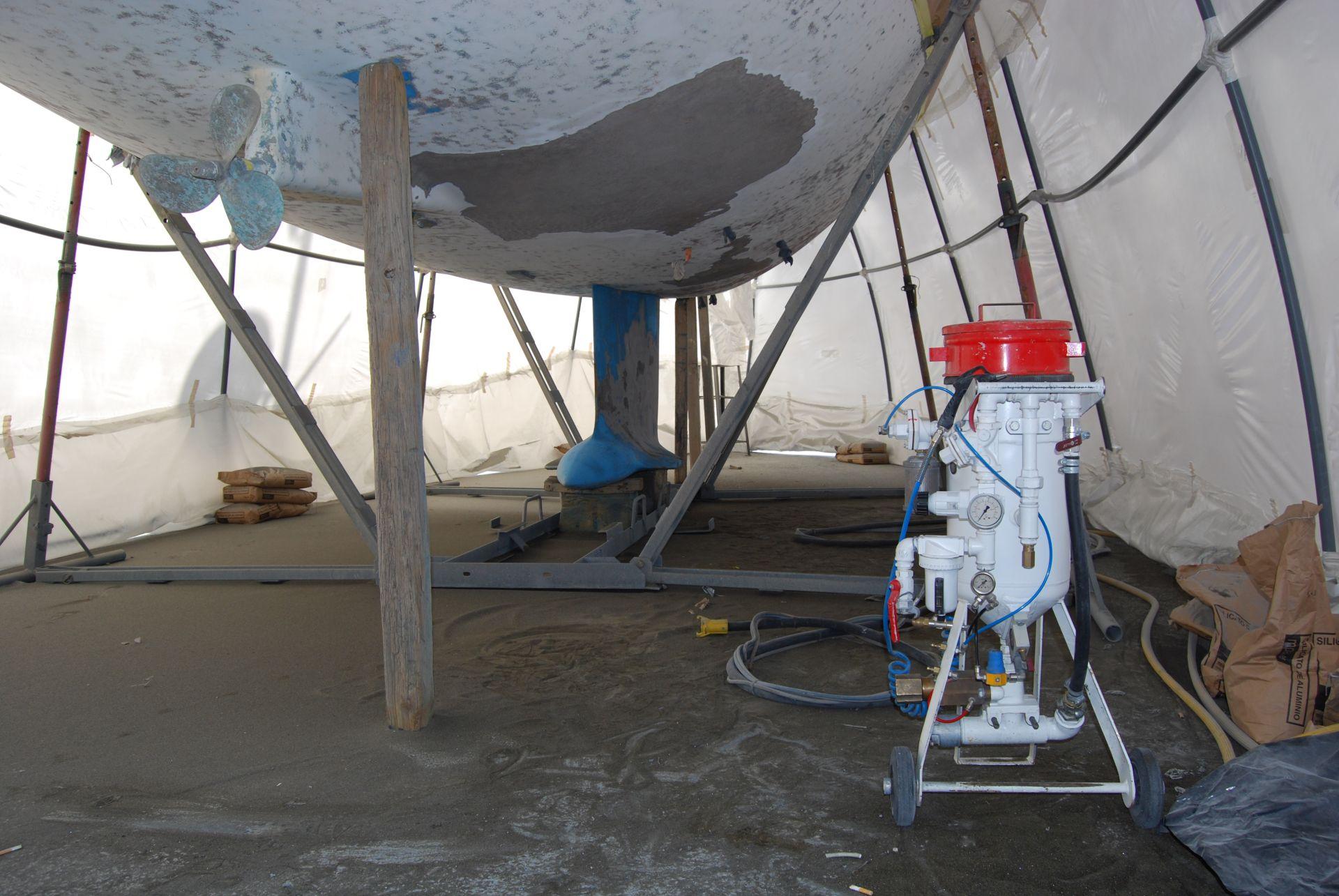 Arenado náutica para la limpieza de buques