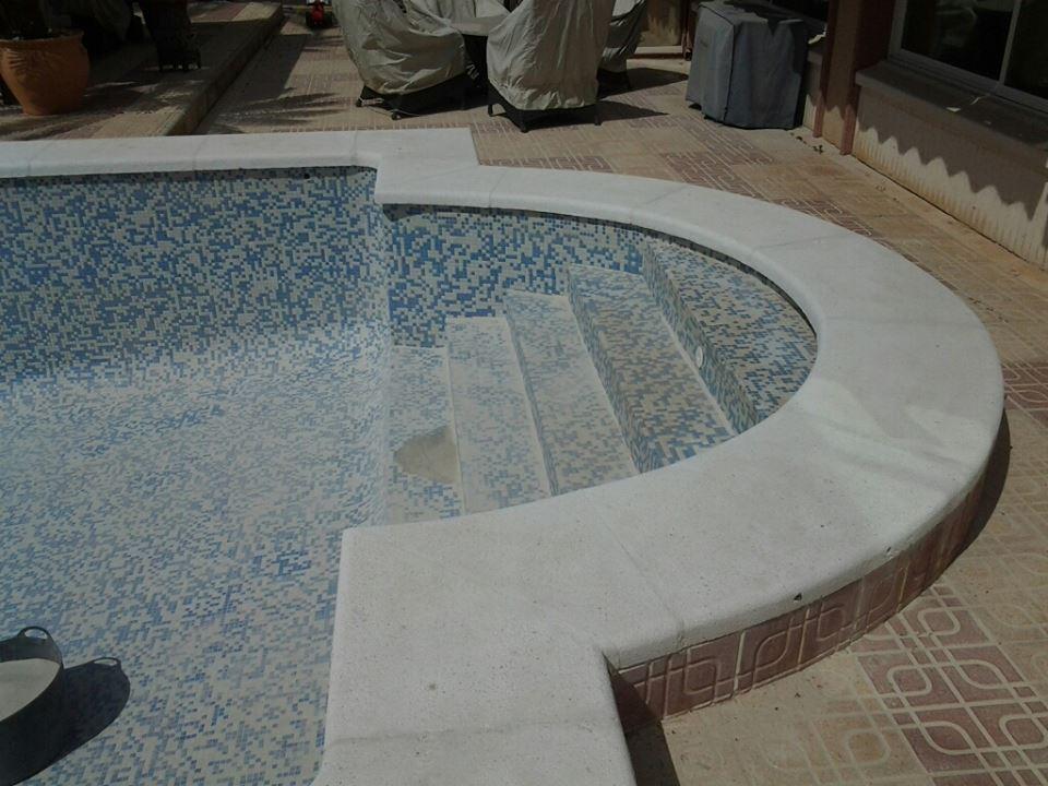 Limpieza de piedra de piscina
