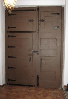 Portón restaurando después.