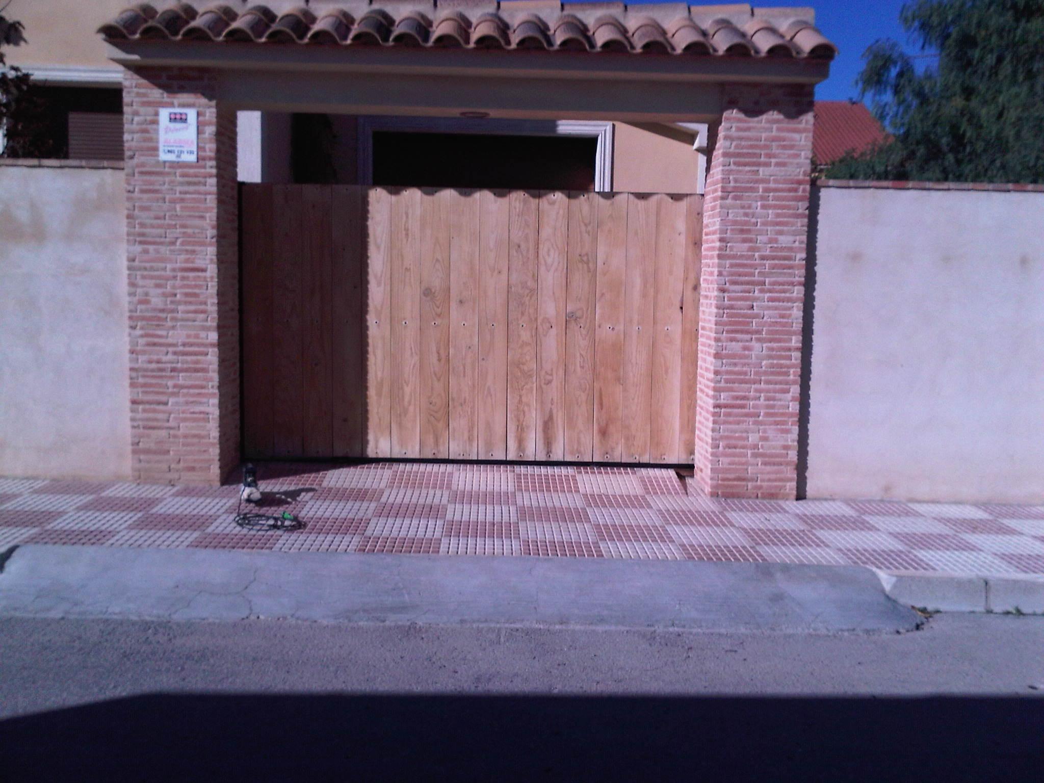Puerta acabados exteriores mantenimiento antes