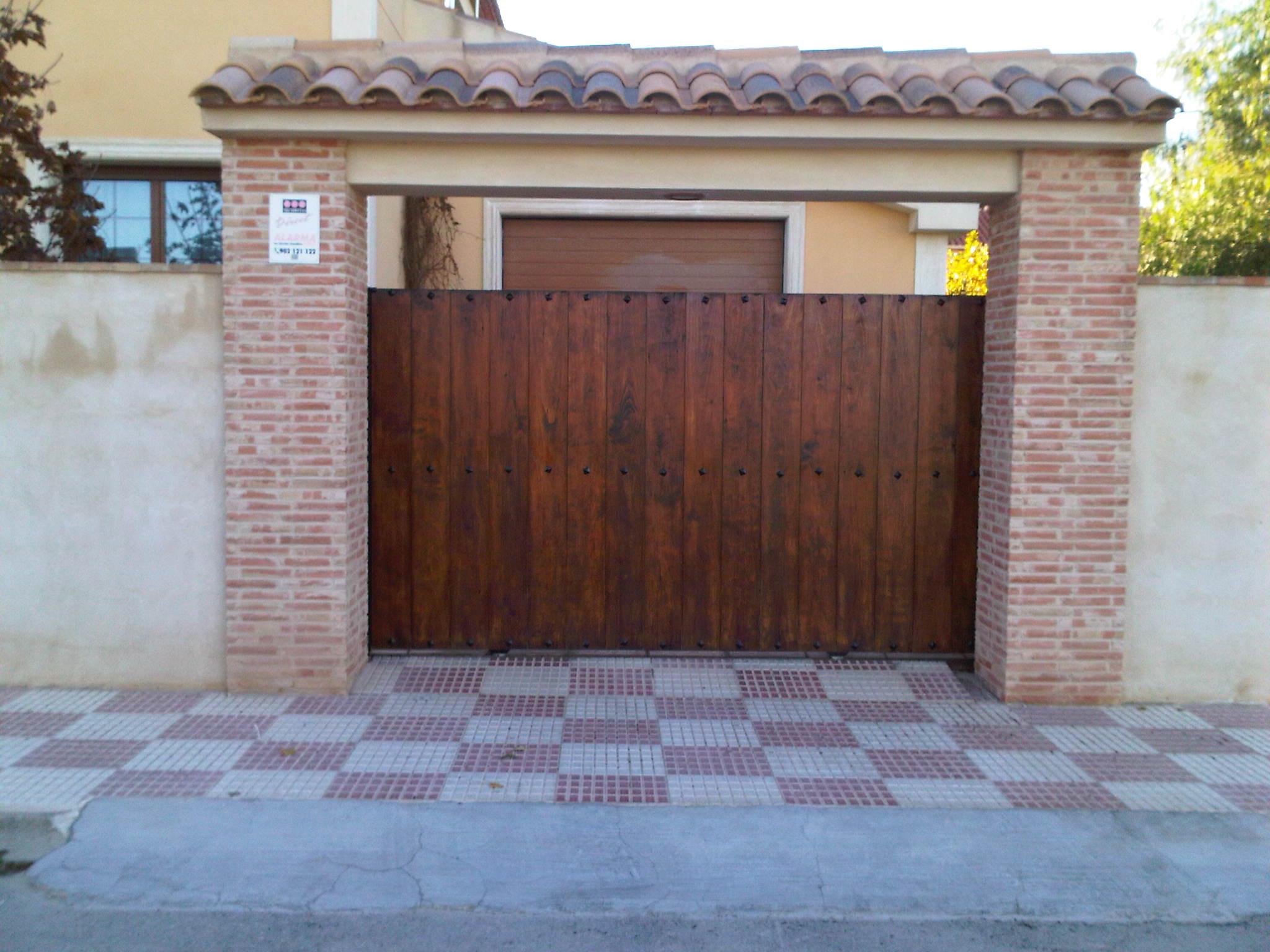 Restaurar puertas de madera simple cheap beautiful iphone for Pintar ventanas de madera exterior