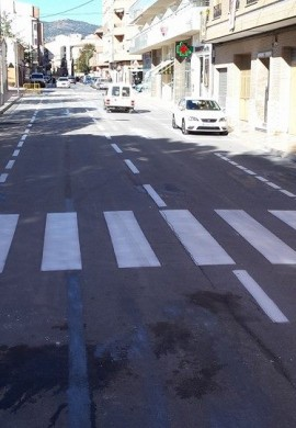 Eliminación de pintura vial con chorro de arena Y pintado de aparcamientos y pasos de peatones