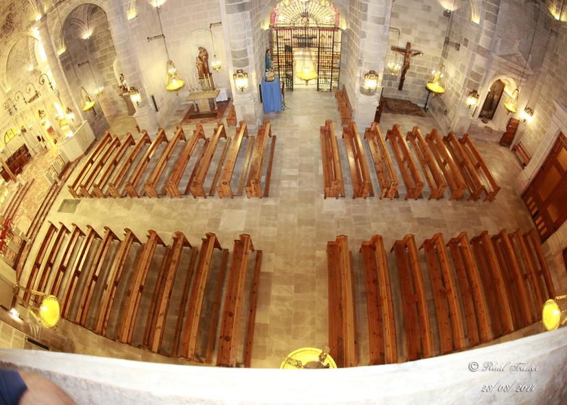 Lacado y barnizado de los bancos de la iglesia parroquial for Barnizado de muebles