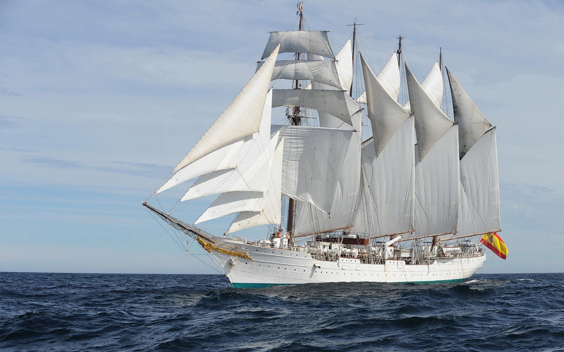 Velero Juan Sebastián El Cano navegando