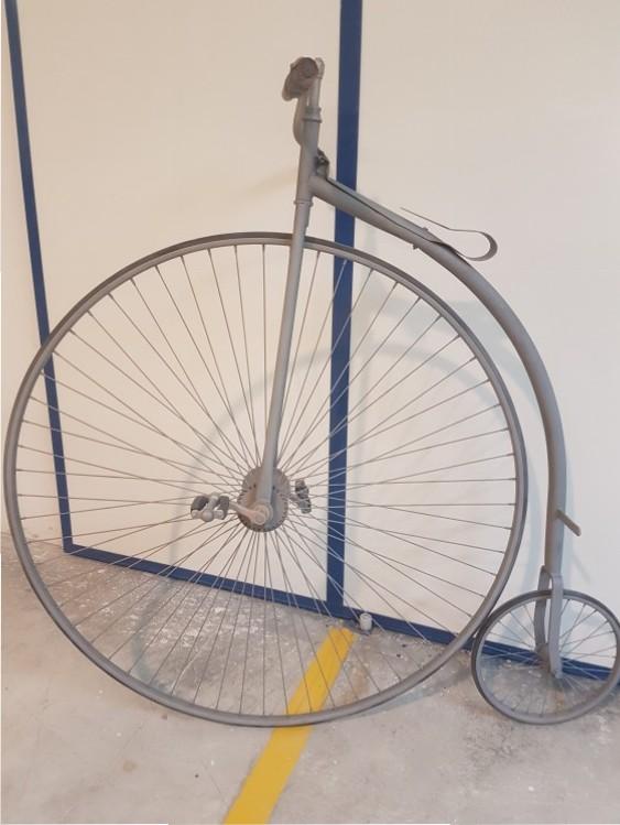 Limpieza de bicicleta con arenado. Después