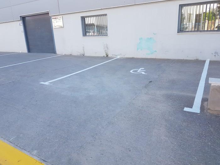 pintura vial del aparcamiento del polígono industrial en castalla