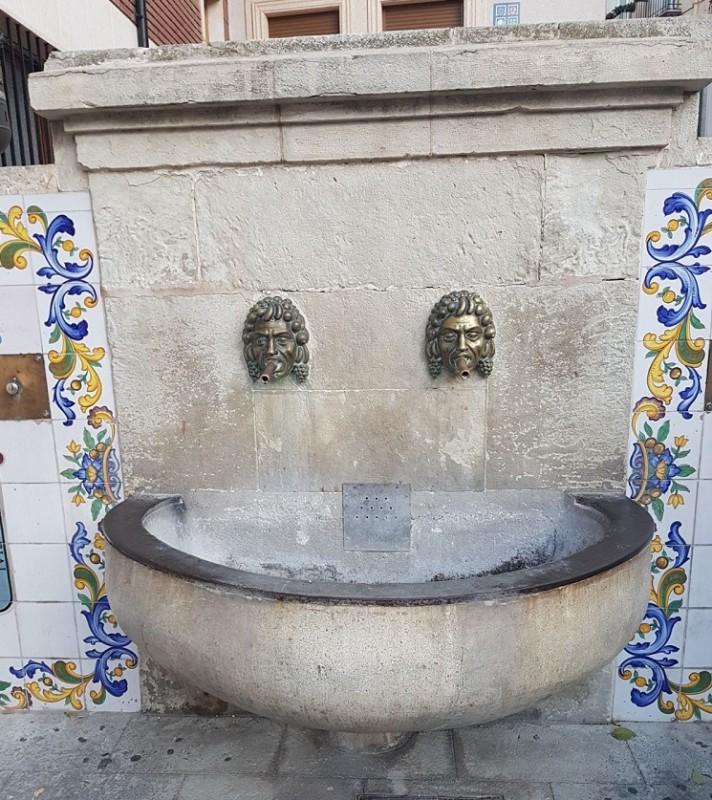 Arenado y restauración de la fuente de Onil