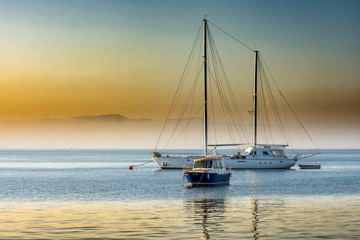 Pon a punto tu barco con el arenado antes de verano
