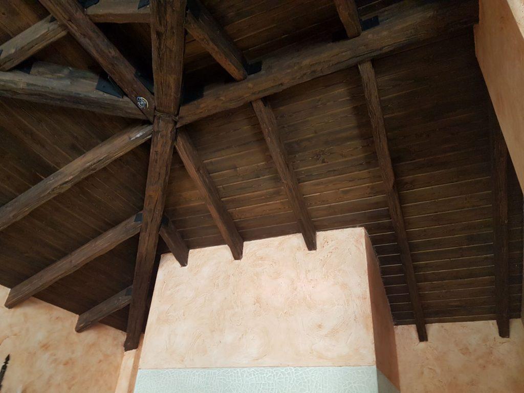 Arenado de techo de madera y lacado