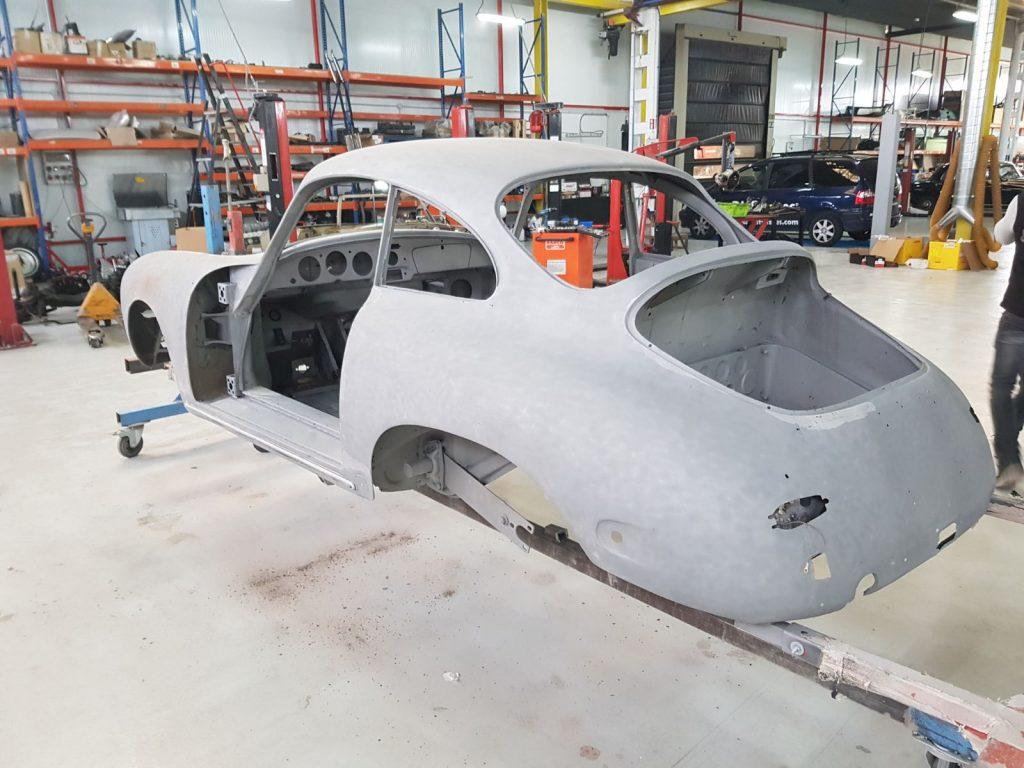Arenado de coches antiguos Porsche en Galvañ Lacados