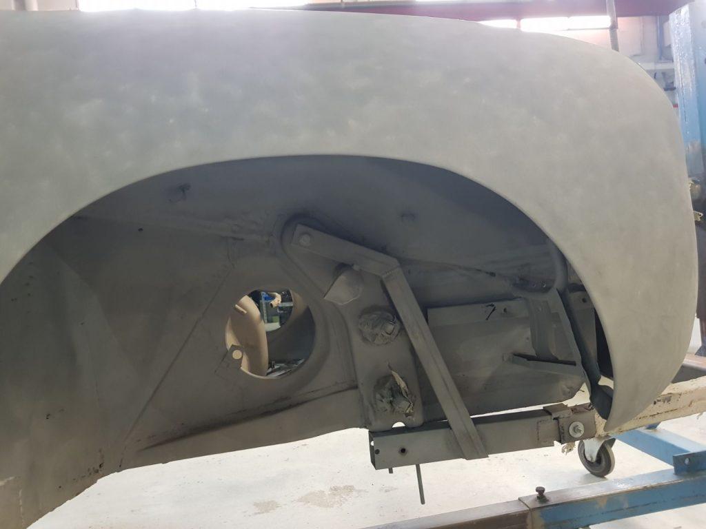Detalle del arenado de un Porsche antiguo