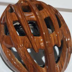 Casco de una bicicleta decorado con hidroimpresion