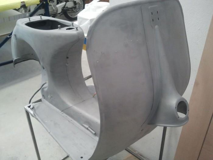 Arenado de chasis de vespa para restauración en Tibi