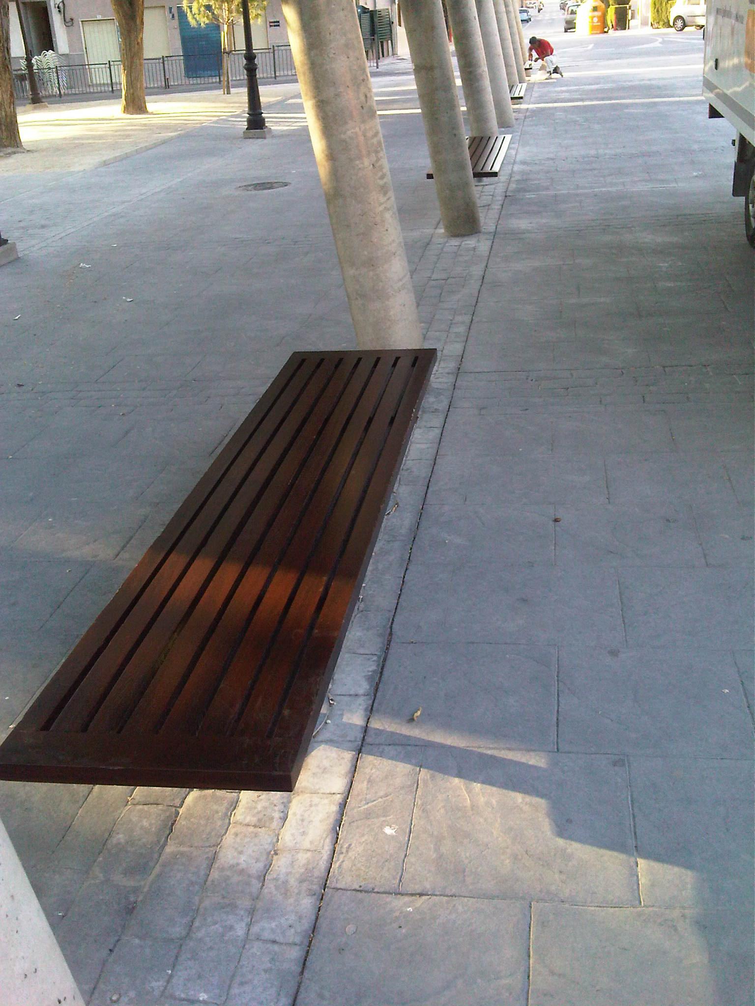 Bancos parque Mantenimiento mobiliario urbano Lacados barnizados