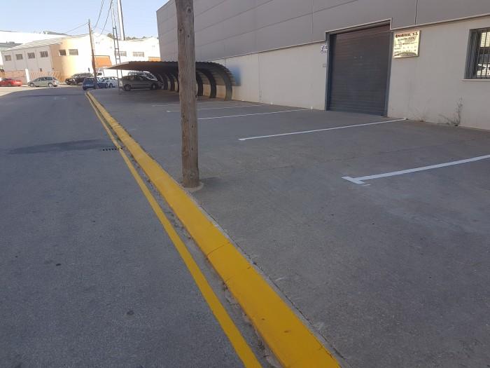 pintura vial del aparcamiento del polígono industrial de Castalla