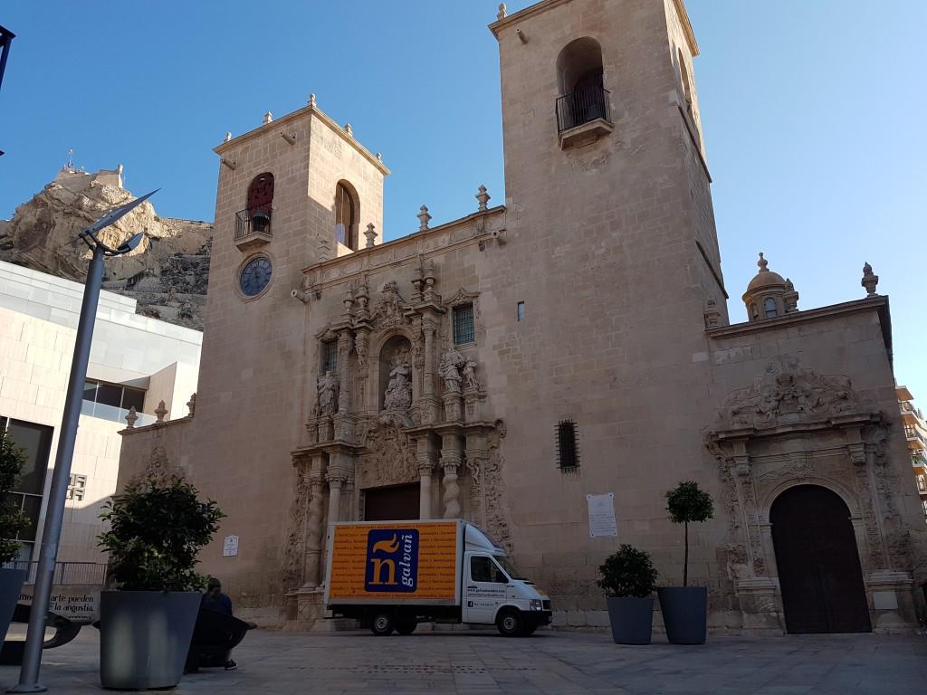 restauración de los bancos de la basílica de Santa María en Alicante