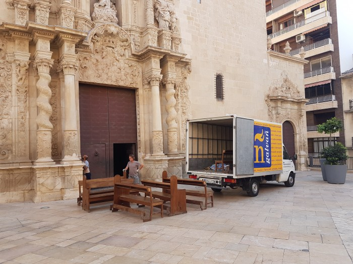 Restauración de los bancos de la Basílica de Santa María (Alicante)