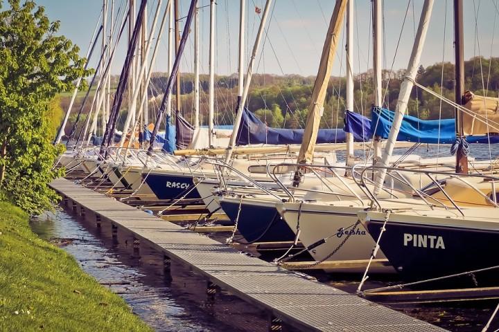 barcos en el puerto, arenado de barcos
