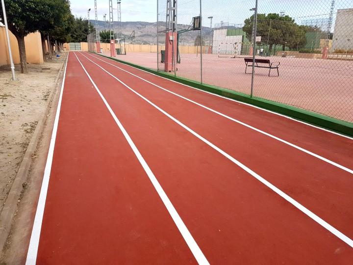 Pintura en la pista de Atletismo de Castalla