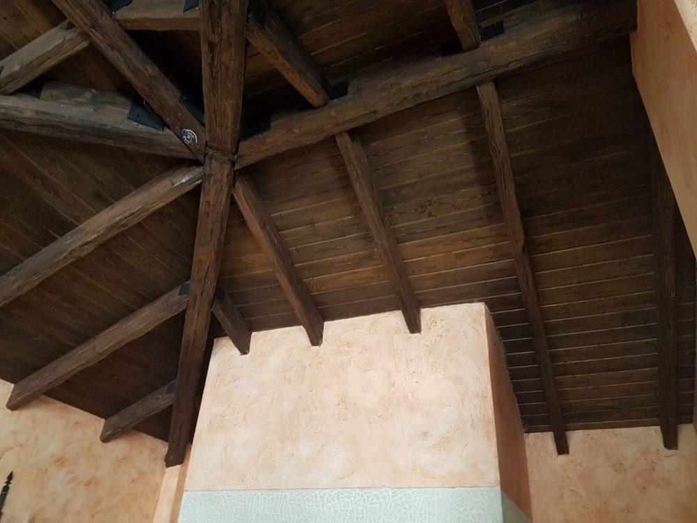 Arenado y lacado de techo de madera en blanco envejecido