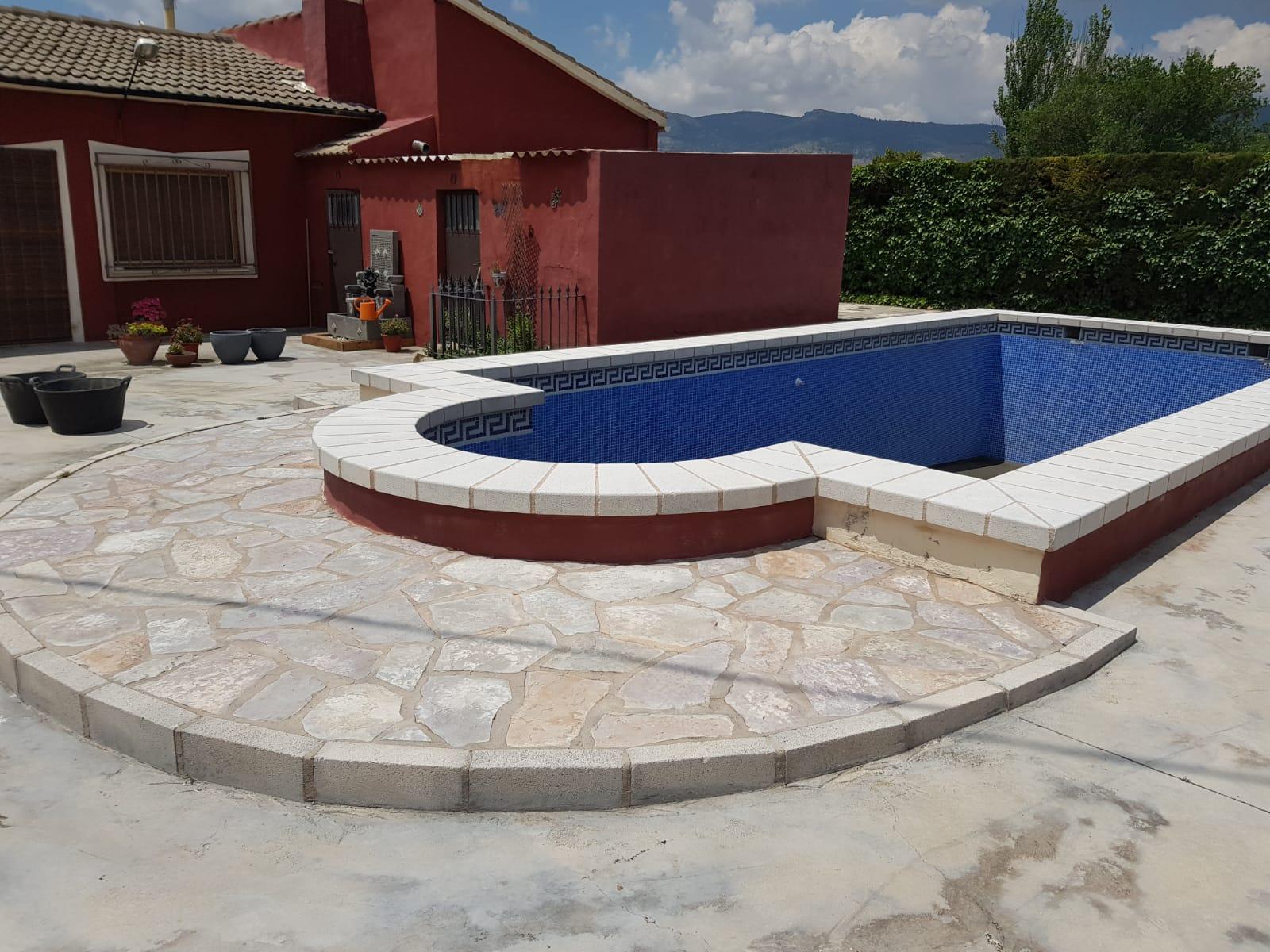 Arenado de piscina para su restauración