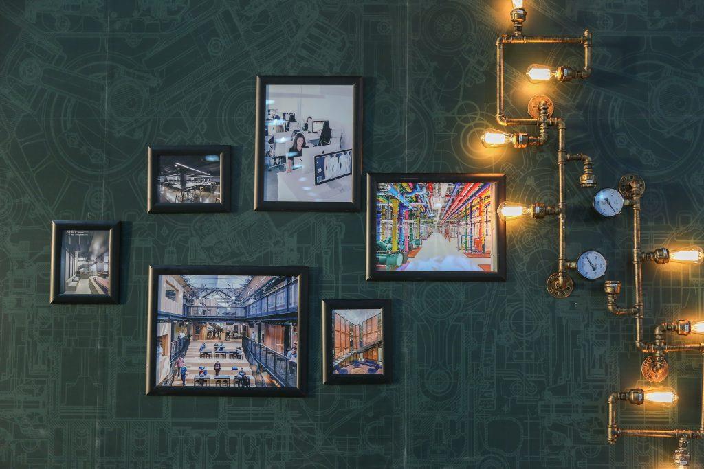 Colores verde y dorado en la decoración del hogar