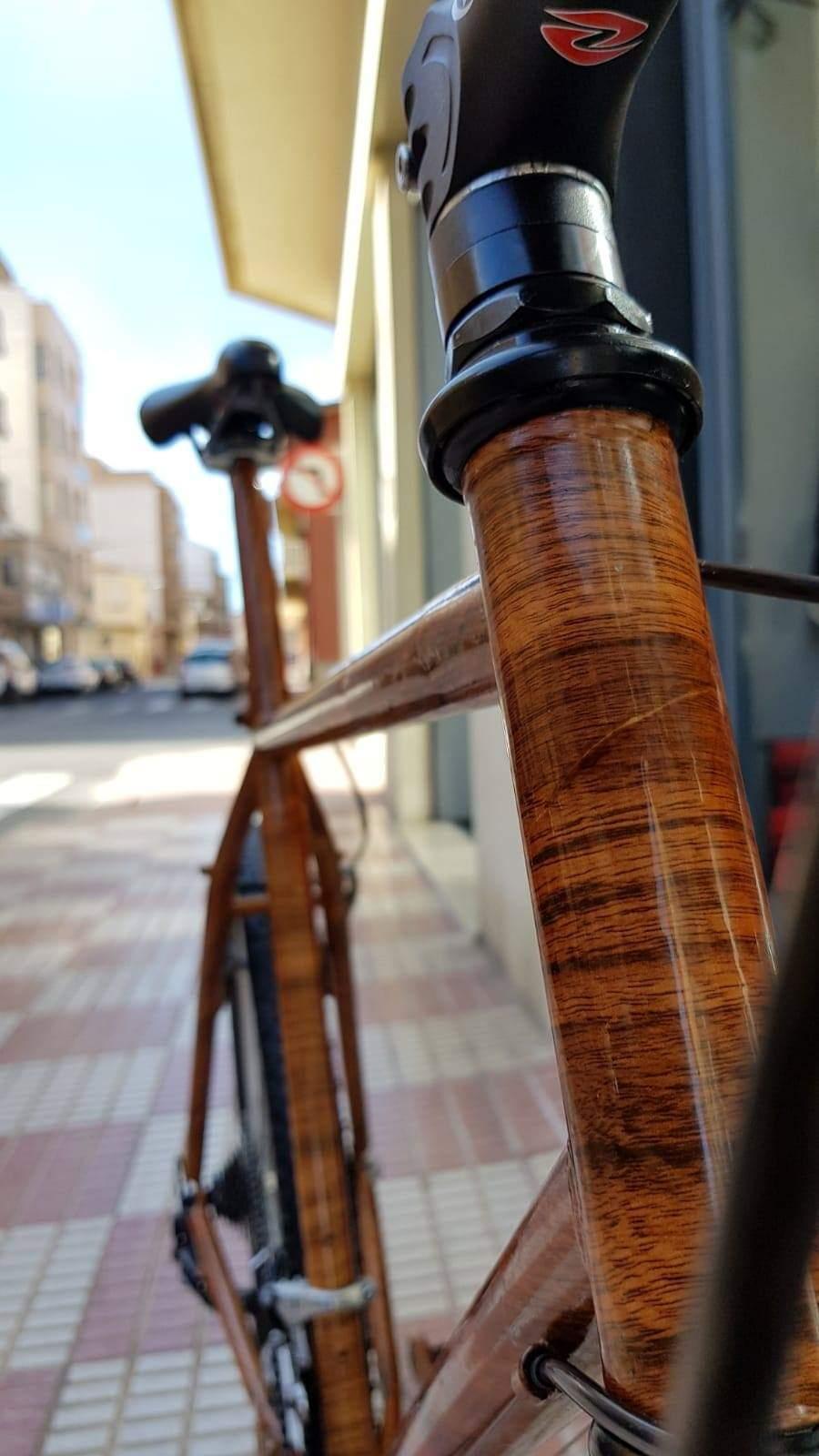 Detalle de la hidroimpresion de una bici