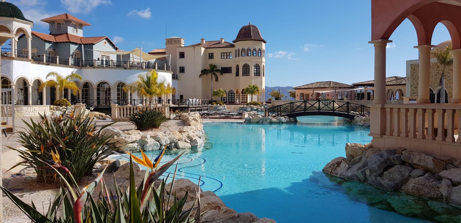 Piscina del hotel Villaitana de Benidorm