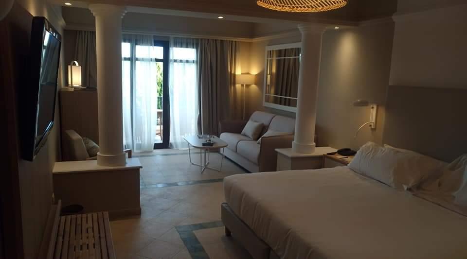 Interior restaurado de una habitación del hotel Villaitana