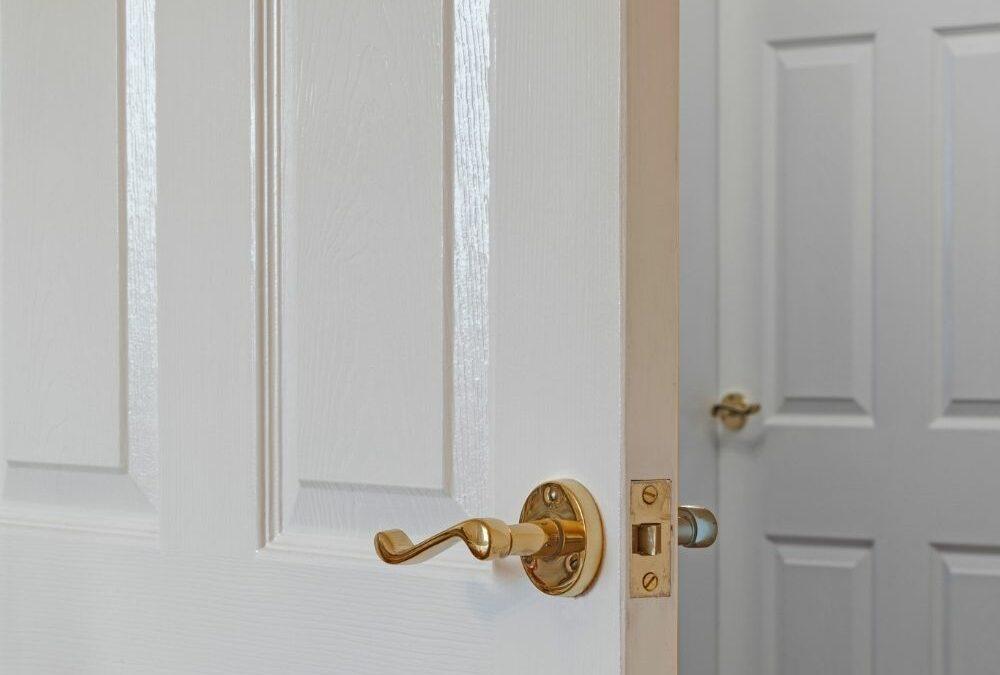 Trucos para decorar con puertas lacadas